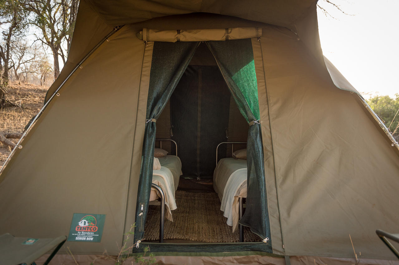 ... Safari Dome Tents with Twin Beds Each tent has twin beds and a reverse zip leading to the ... & Africa on Foot Wilderness Trail - Photos
