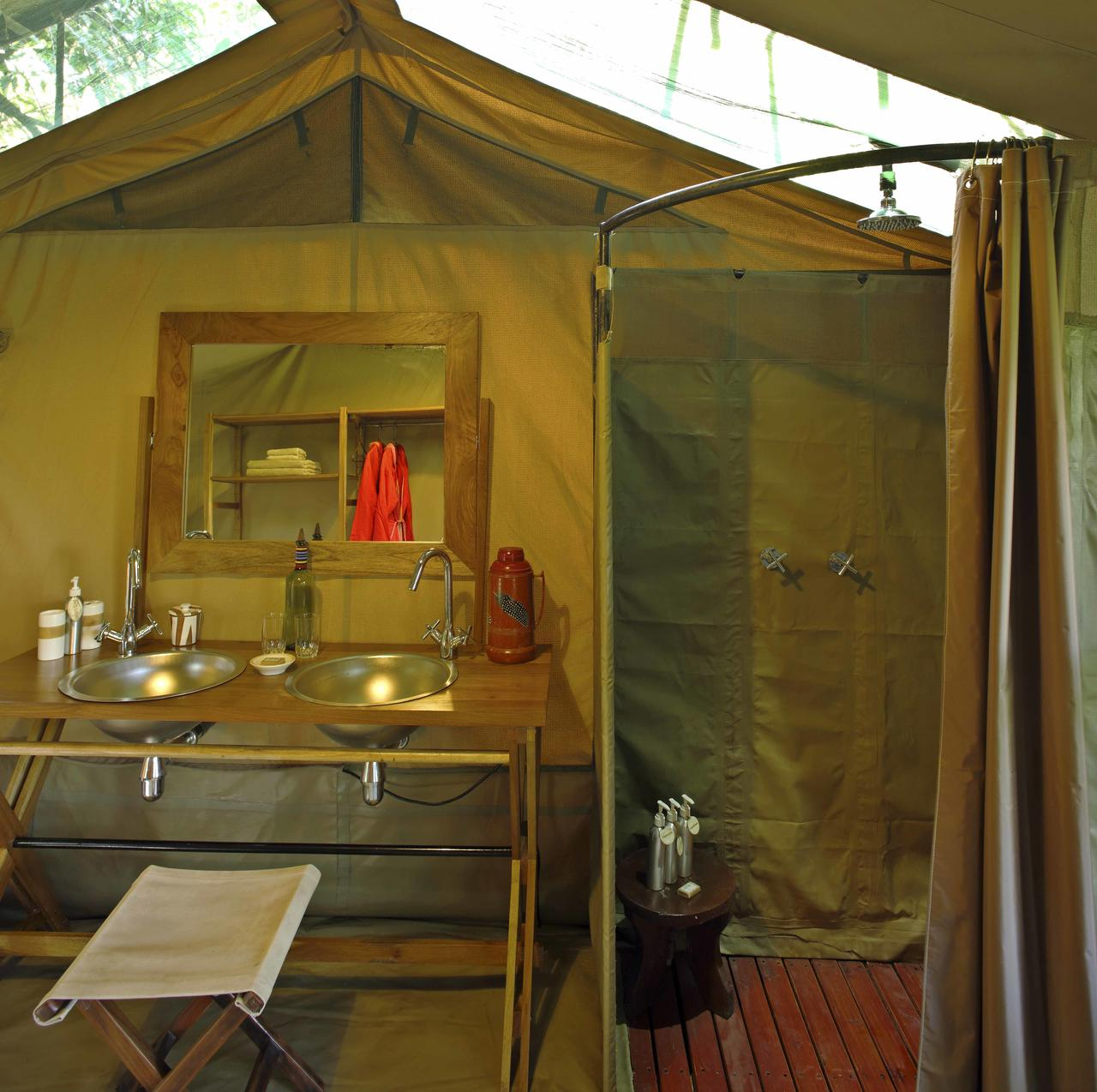 ... Rekero C& - Guest tent bathroom ... & Rekero Camp - Fotos