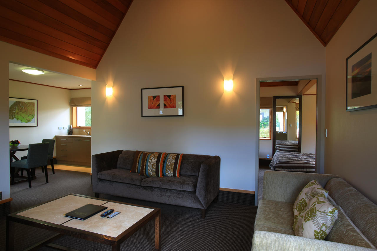Distinction te anau hotel villas photos for Distinctive villas
