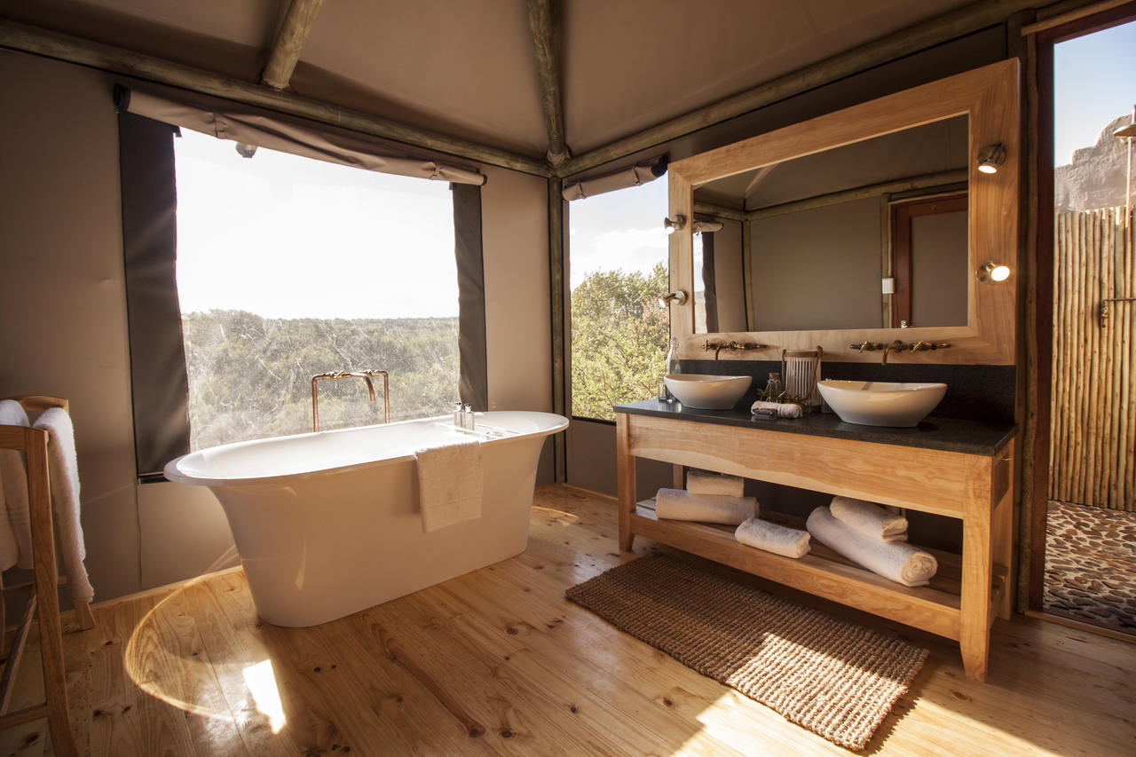Hlosi Luxury Safari Tent Bathroom