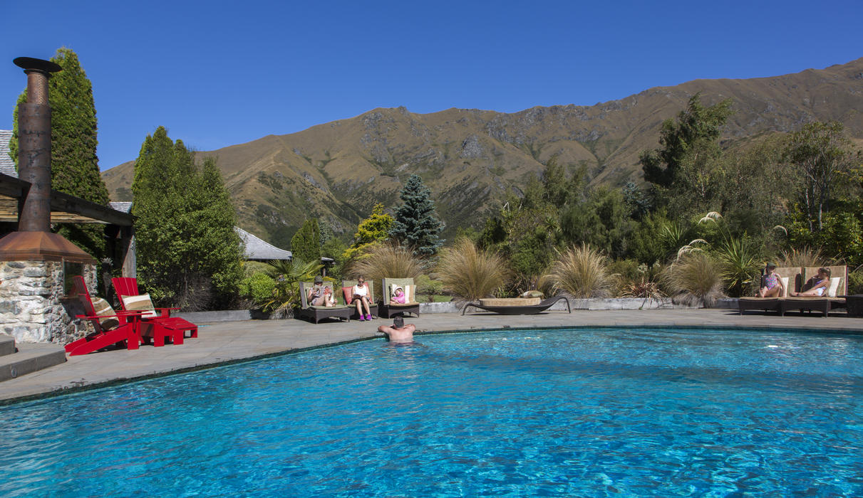 Mahu Whenua swimming pool