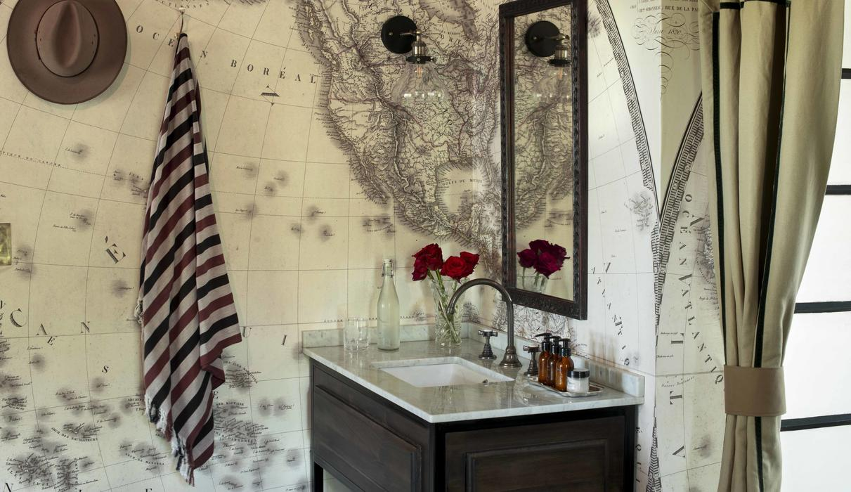 bateleur camp bathroom