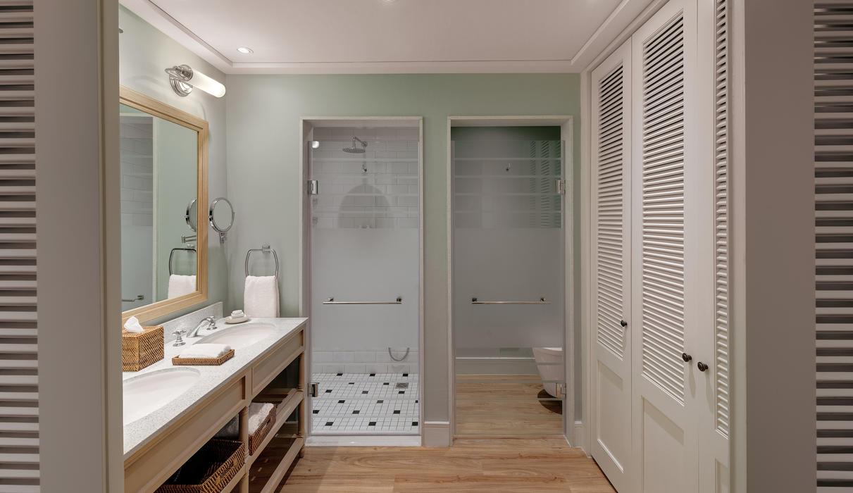 Luxury Room Bathroom