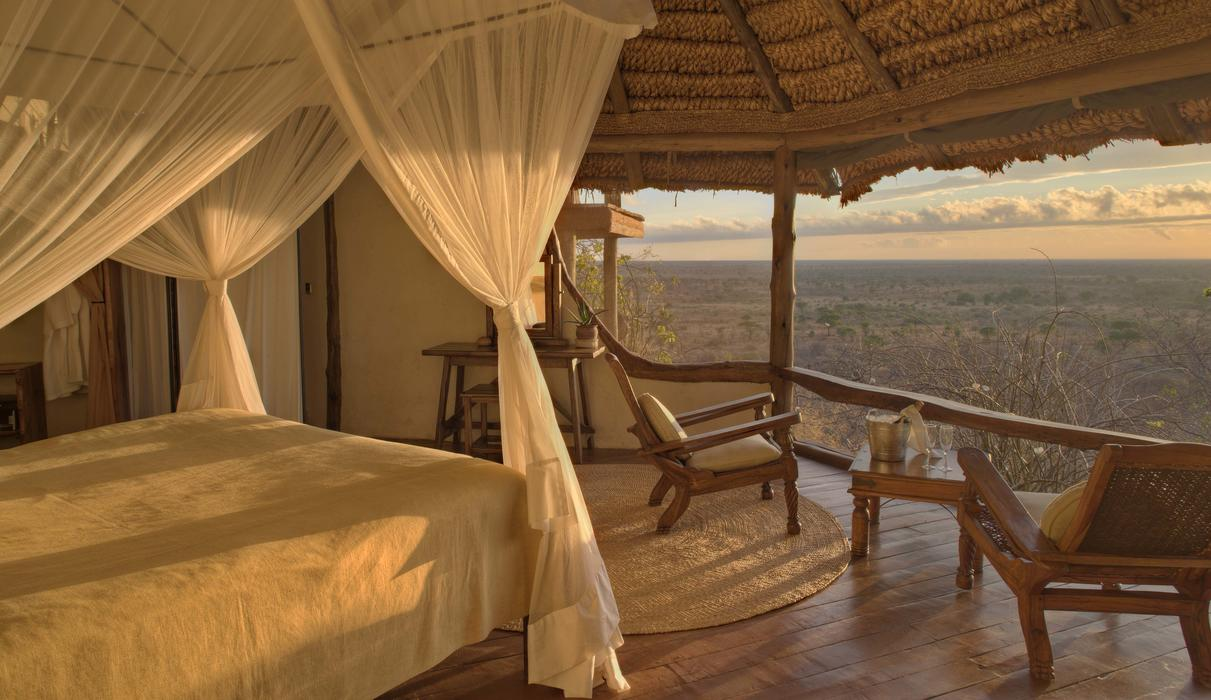 Ultimate bed with a view- in a Honeymoon Cottage.