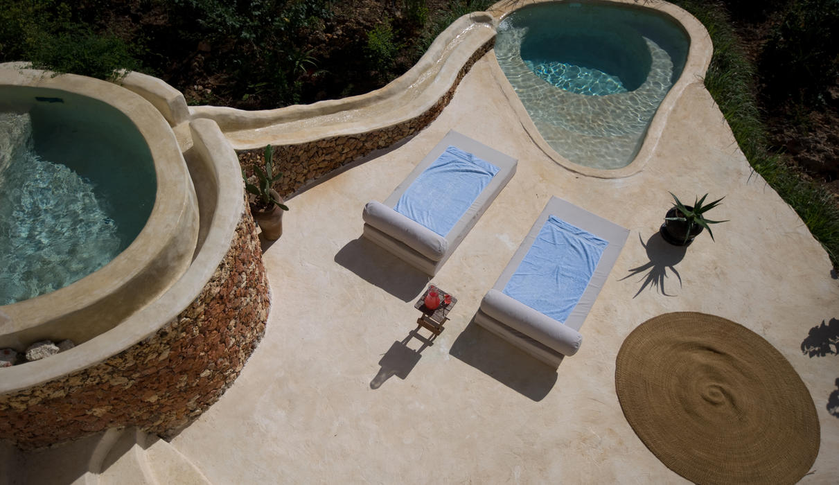 Private plunge pool of a guest pavilion