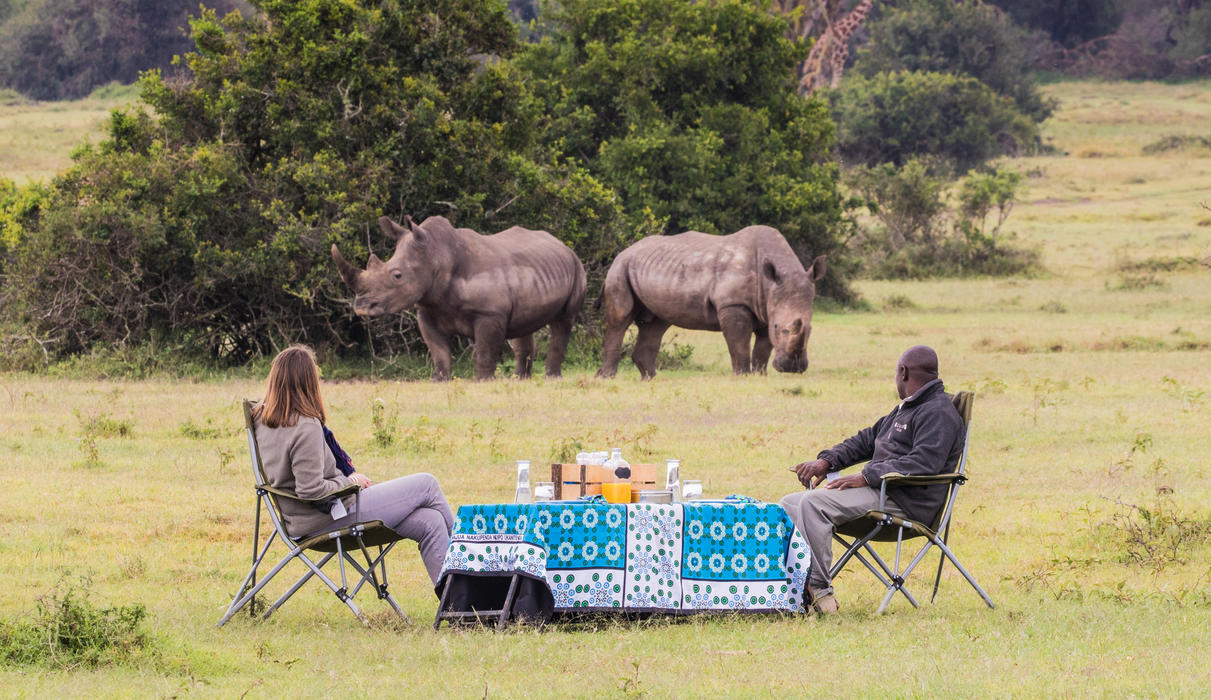 Bush breakfasts in the company of Rhinos