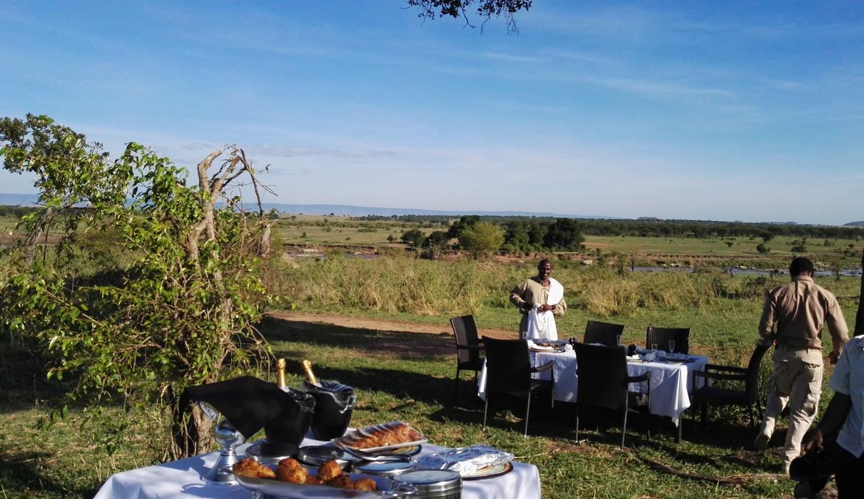 Not to be missed, a hot bush breakfast