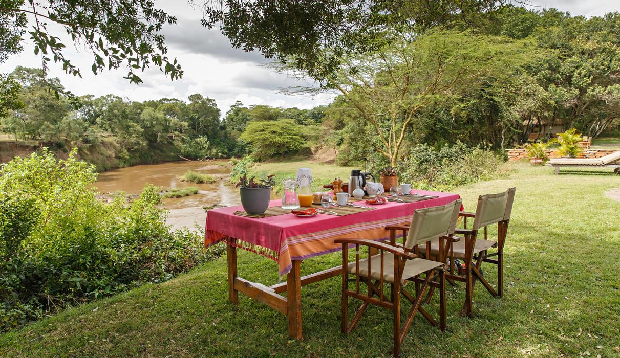 Bush Breakfast overlooking the Mara River