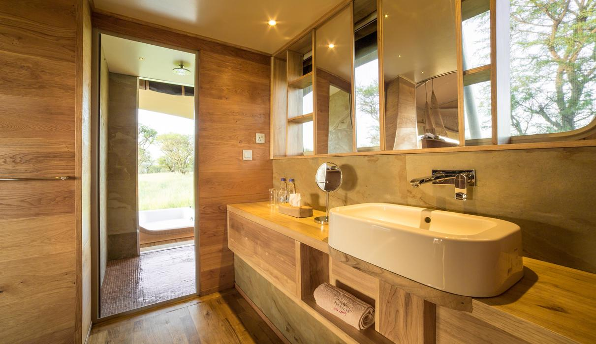 running water, flush toilets, hair dryers, power shower and open air hot tubs await
