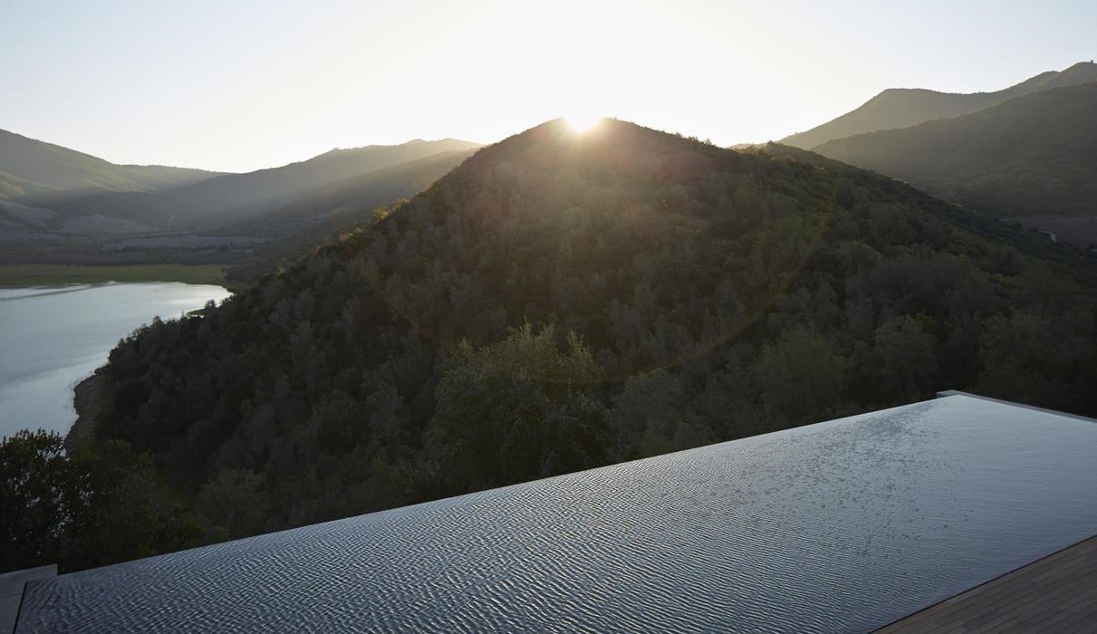 Beyond the public living areas, guests will find a beautiful cantilevered slate pool extending out over the valleys and lake below, offering the sensation of swimming above it all.
