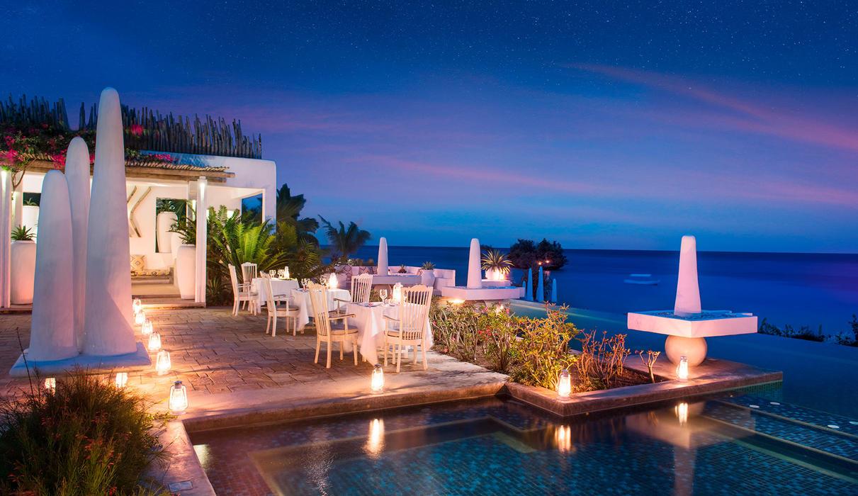 Main restaurant pool dinner