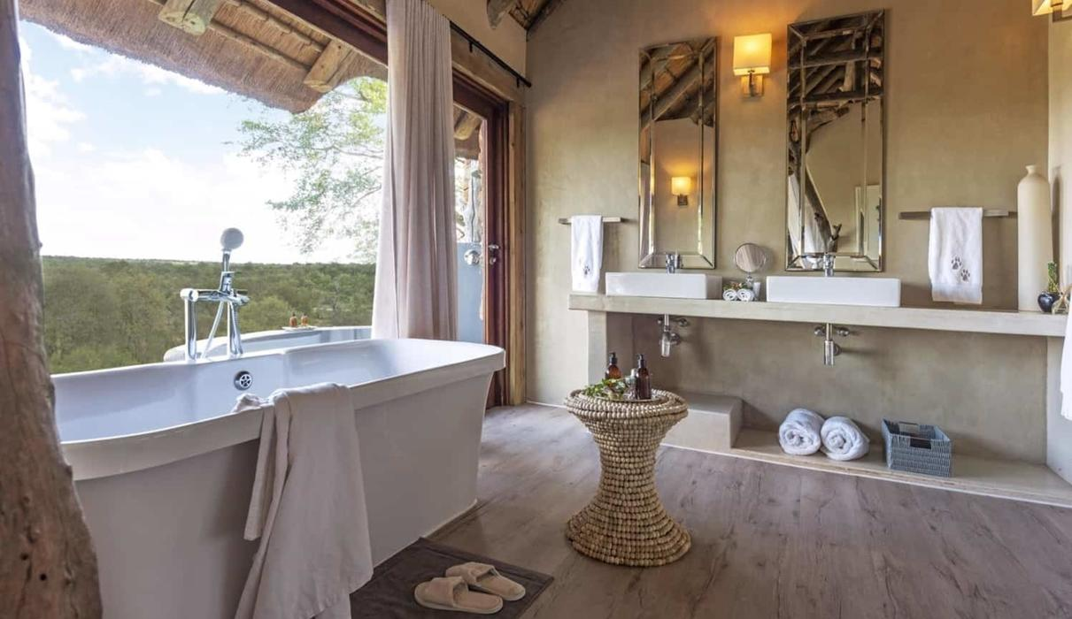 Leopard Hills Bathroom