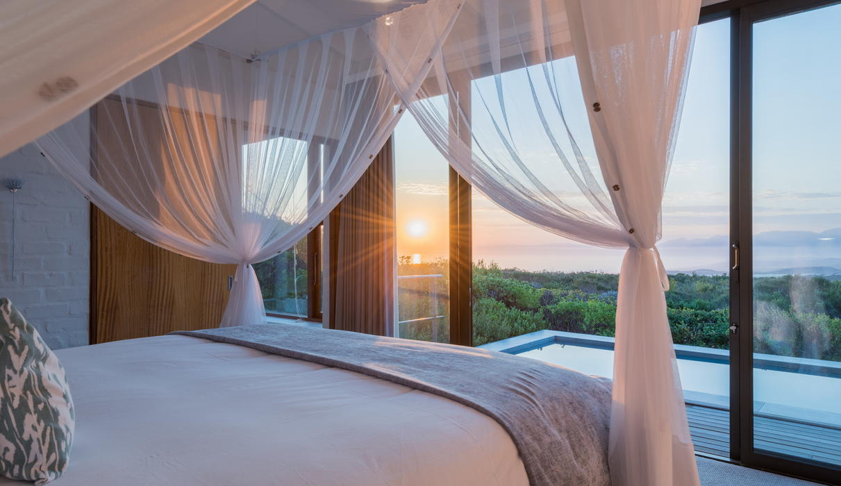 Floor-to-ceiling windows and a giant canopy bed enrich your experience.