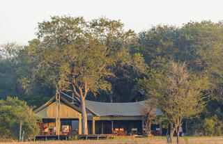 Rhino Walking Safaris Plains Camp