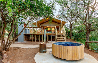 AfriCamps tent with outdoor hot tub