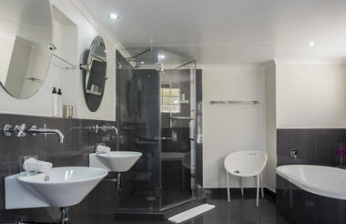 Materolli Suite Bathroom