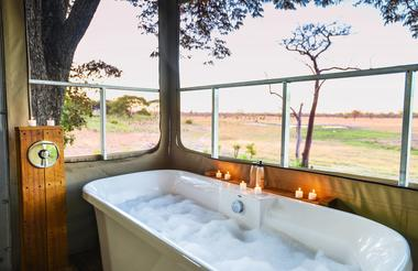 Relax in the bath with a view overlooking the concession
