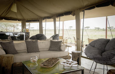 Namiri Plains - lounge interior