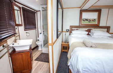 Pangolin Voyager Houseboat room overview