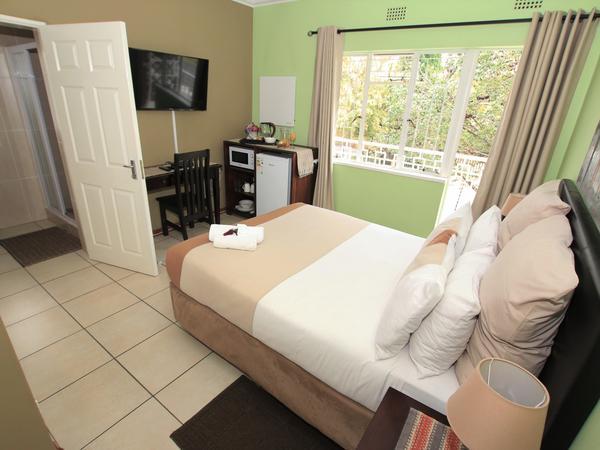 Urban Jungle (Double Room En-suite)