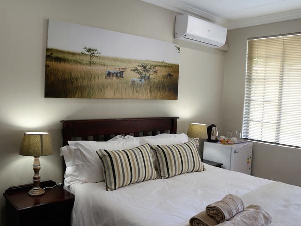 Room 5 (Queensize bed)