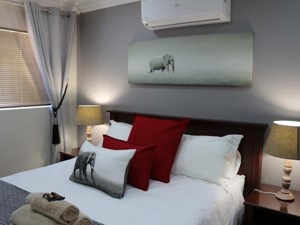 Room 8 (Family Unit - Queen & 3/4 beds)