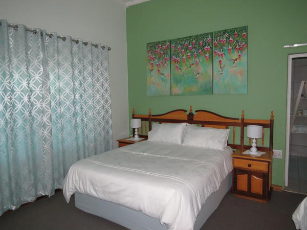 Akasia Family room; ensuite bath/shower