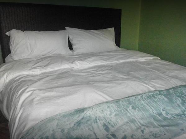 Standard Queen Size Bed