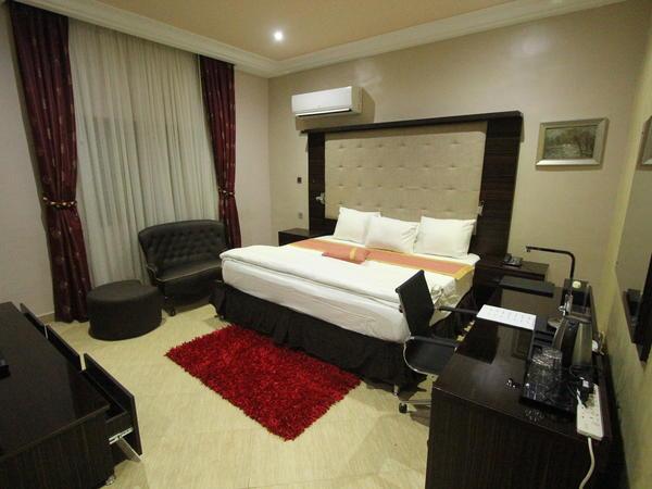Exquisite Lounge