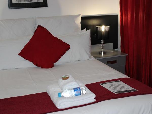 Standard Room (Queen)