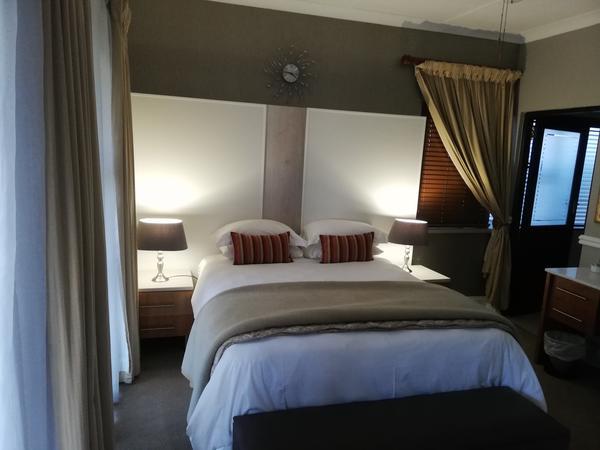 Finch - Queen Bedroom