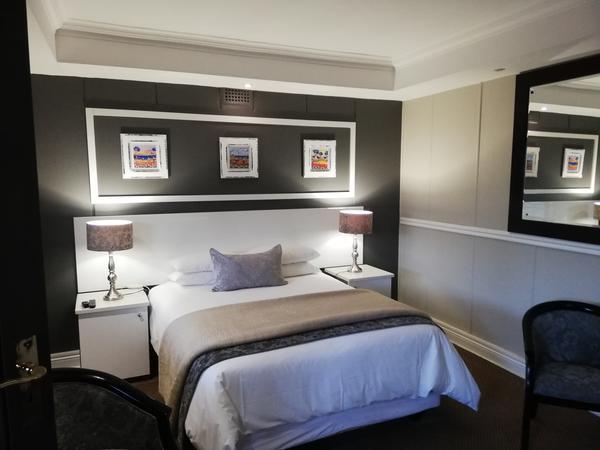 Kingfisher - Queen Bedroom