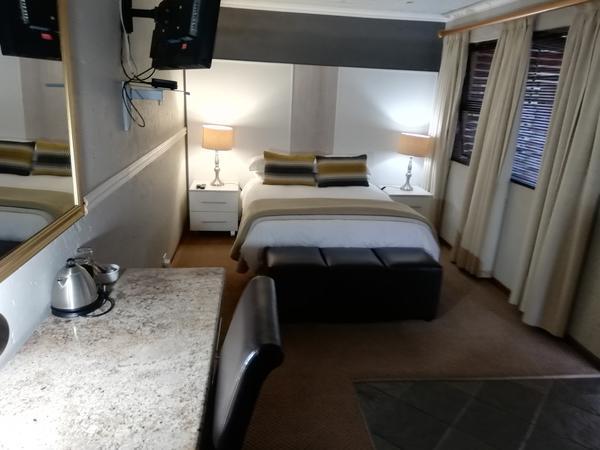 Loerie - Double Bedroom