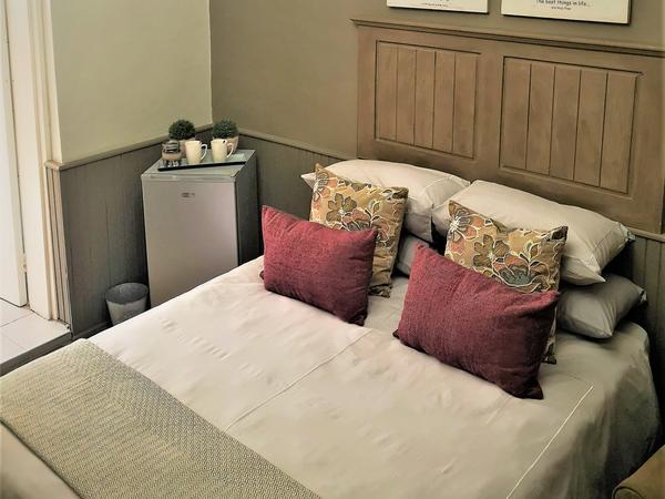 1st Floor: Queen Size Rooms