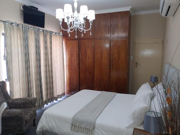 Double Bedrooms with Private Bathrooms