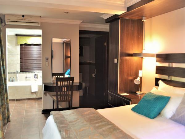 Room 4 - De Lux King Suite