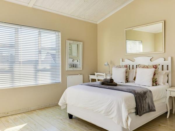Cottage 5 - Family Room 3 Sleeper