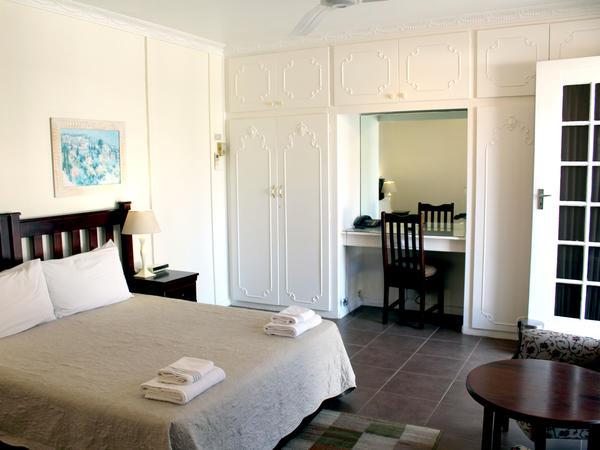 Room 1 Queen Bed Room