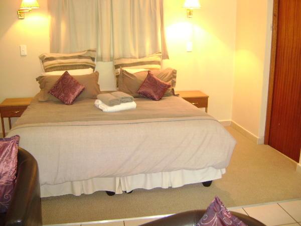 Cottage 5: King size bed