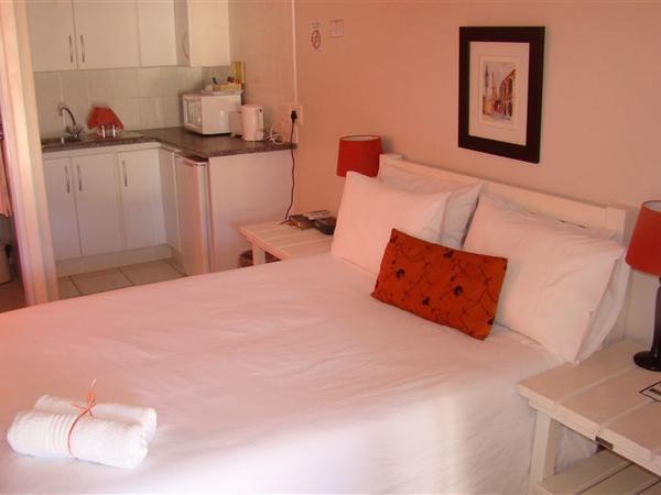 Room 1 - Standard - Kitchenette