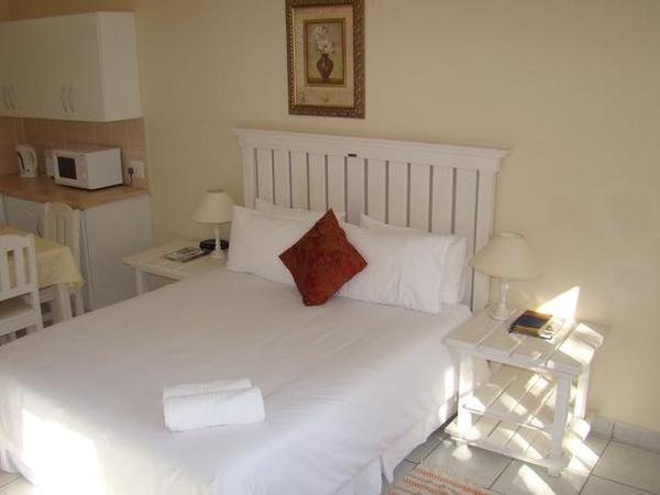 Room 7 - Standard - Queen & Bunk Beds