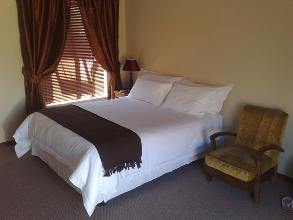 Queen & single bed with balcony upstairs