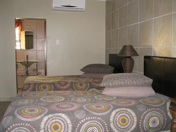 King/Twin Bedroom