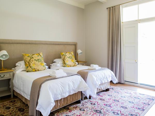 Room 10: Deluxe Twin Room