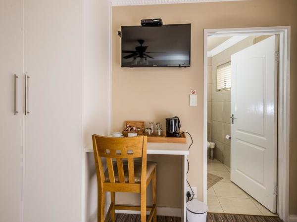 Twin Room with Sleeper Couch En - Suite