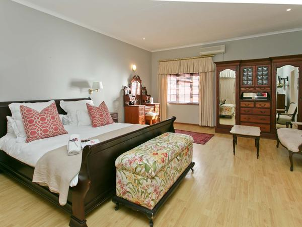 Deluxe King Bedded Room
