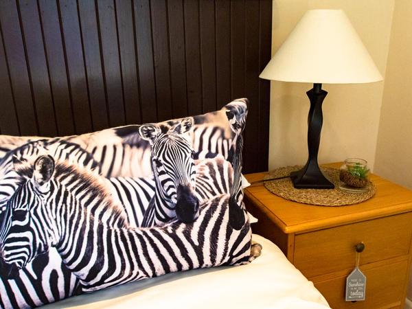 Zebras Rest Suite B&B Poolside King/Twin