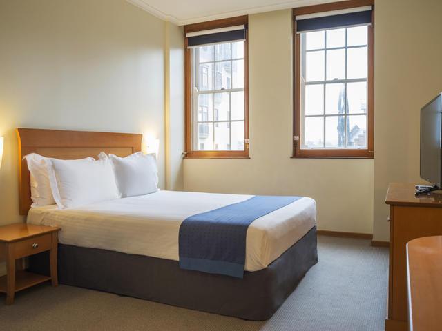 Queen bed, standard room
