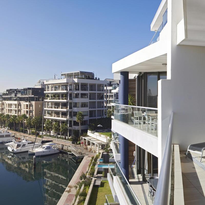 Pembroke Town Center Apartments: Pembroke 403 Waterfront Apartment