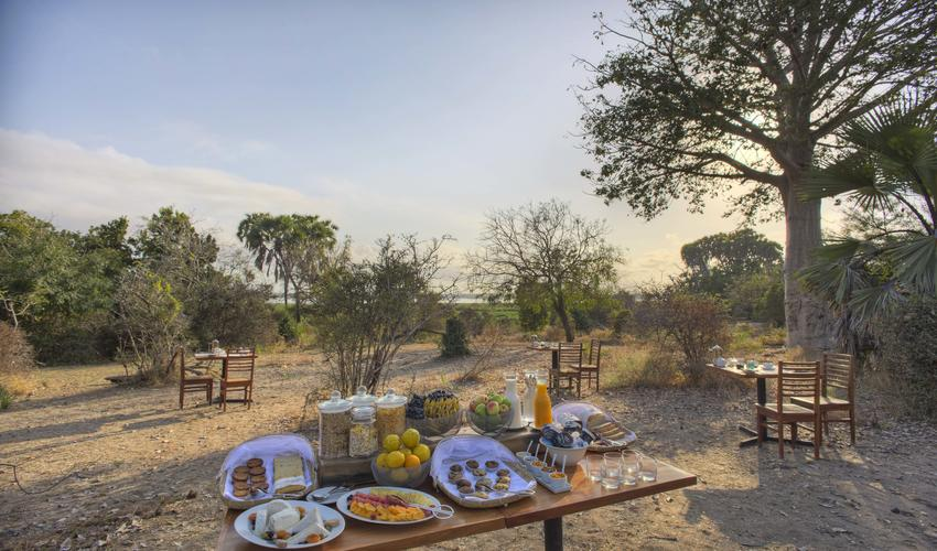 Roho ya Selous - outdoor breakfast